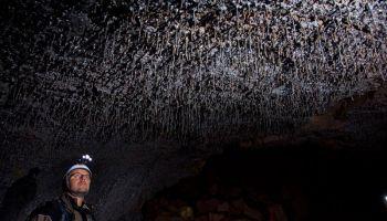 Исландия открывает для туристов лавовую пещеру Видгельмир