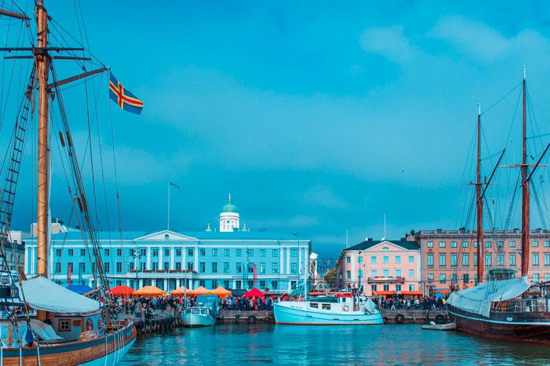 Финляндия: главная гостиная Хельсинки снова открыта