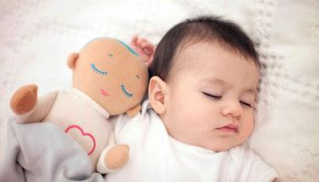 Исландия: Кукла поможет родителям выспаться