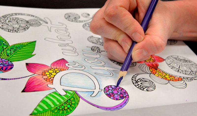Книжки-раскраски для взрослых – самые популярные книги лета в Финляндии