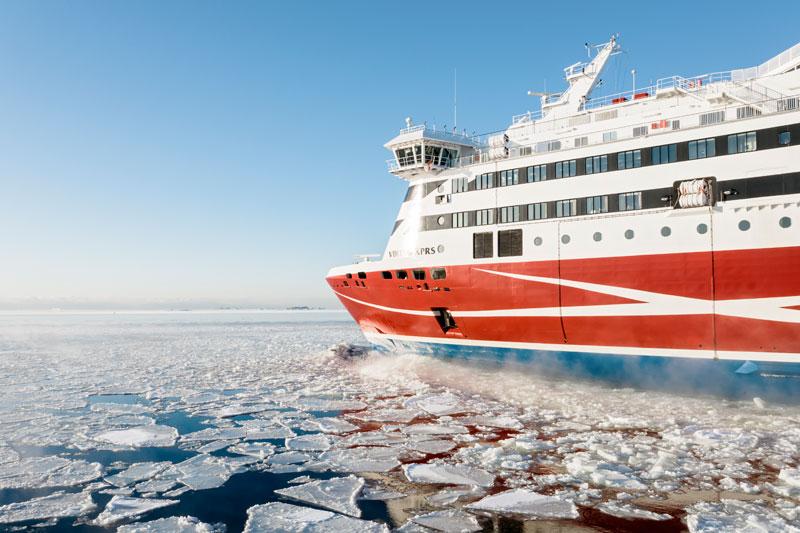 Финляндия: число россиян на паромах Viking Line растет